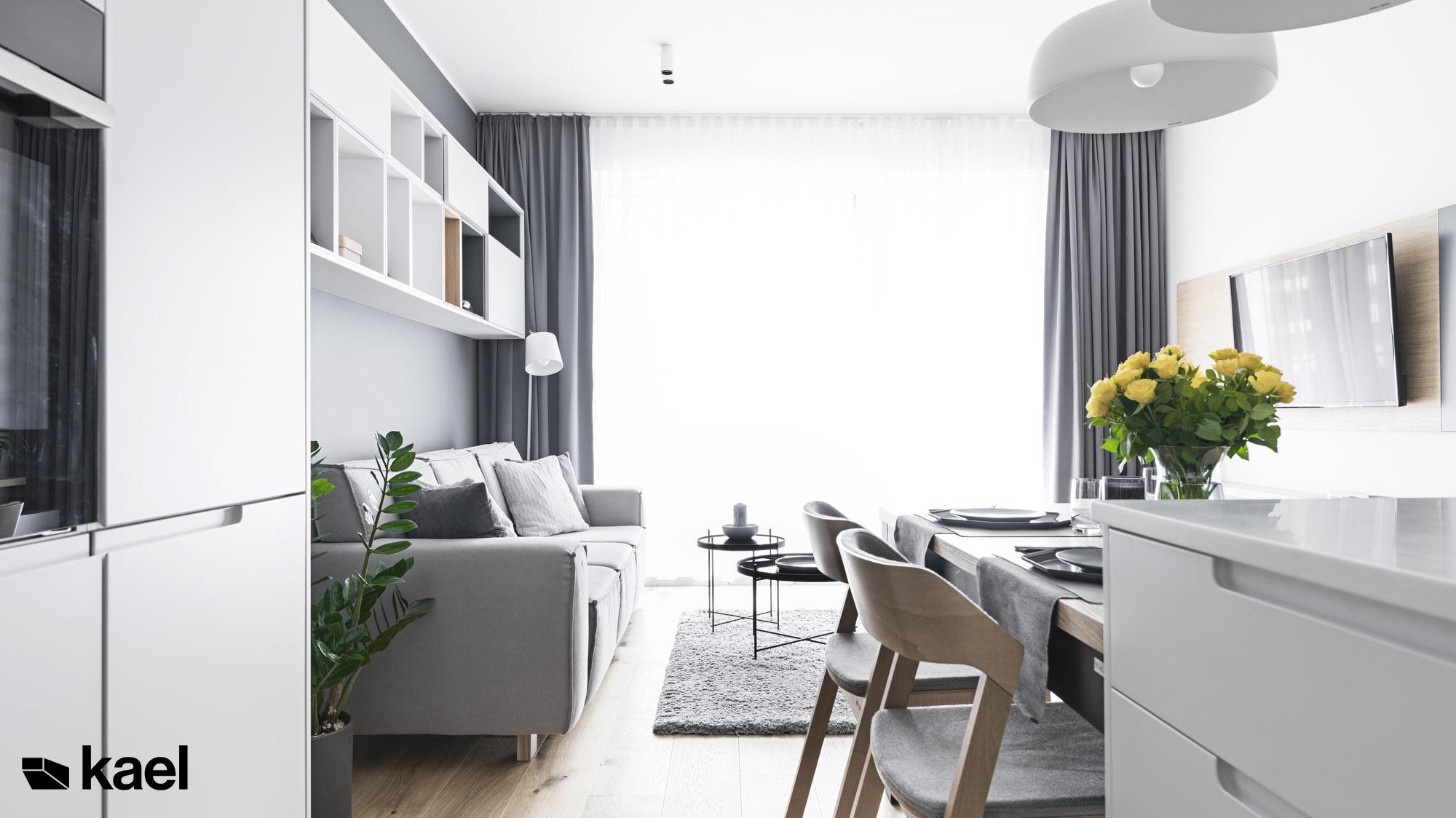 Sofa w salonie w mieszkaniu
