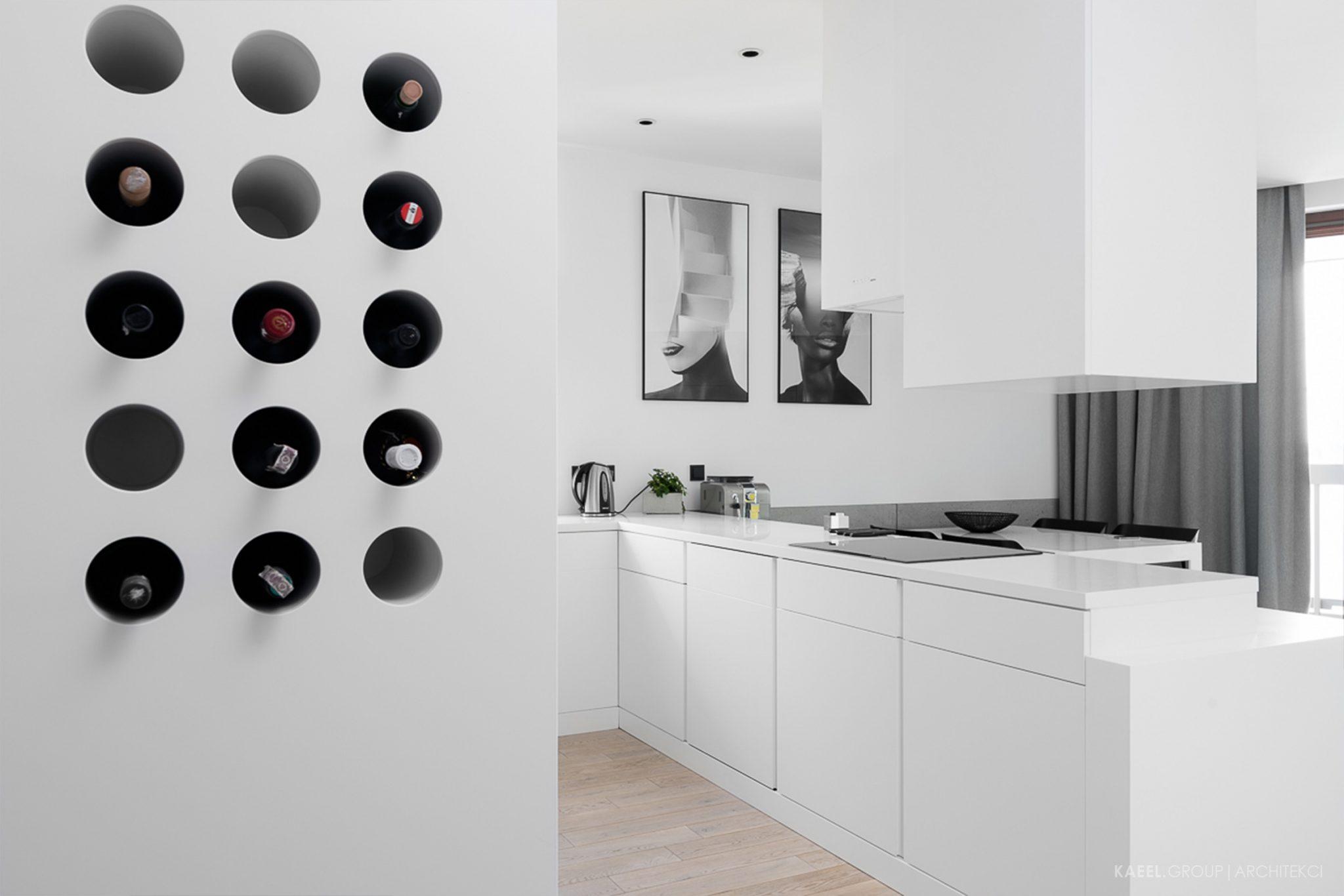 Otwory na wino w scianie