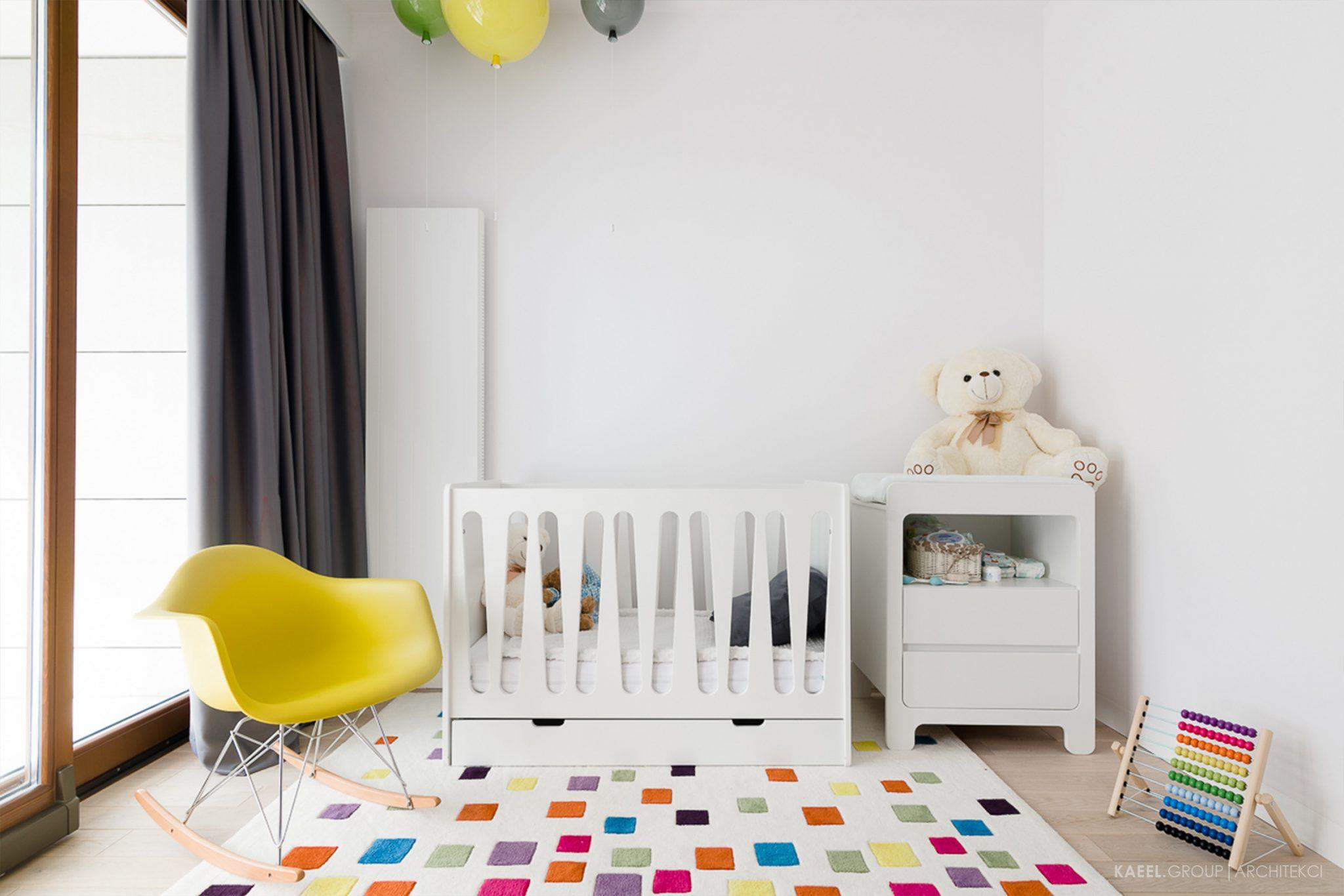 Lampki balony w pokóju dziecięcym