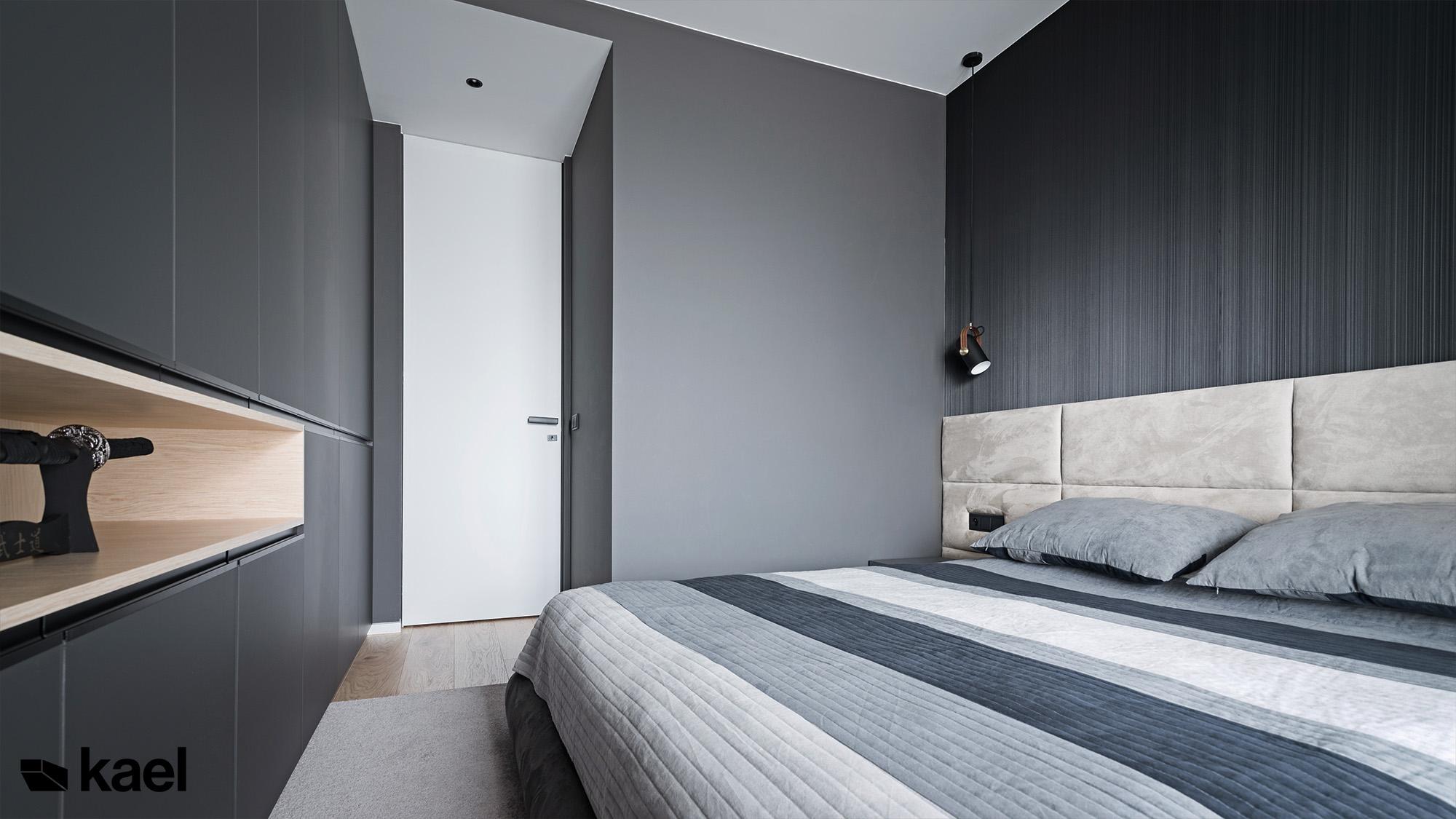ściana tapicerowana w sypialni